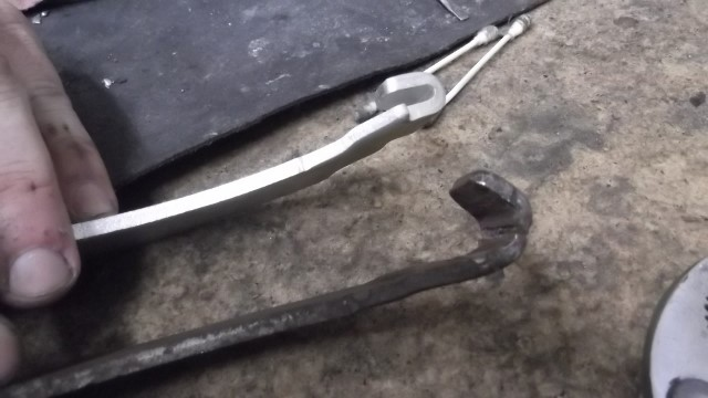 135 parking brake lever at LH rear shoe was cracked and won't hold cable - new is above