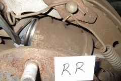 116 RR wheel cylinder appears dry, but shows evidence of leaks prior