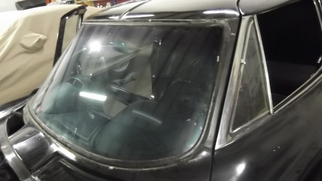 212 windshield without trim