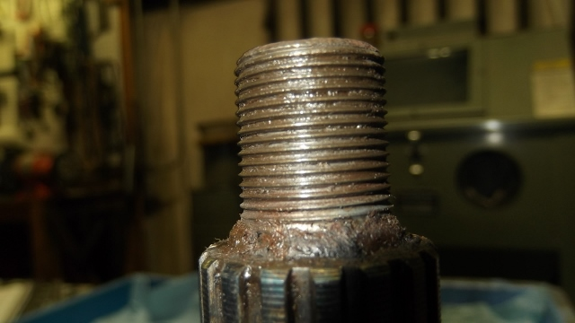 143 Clean threads on RR axle