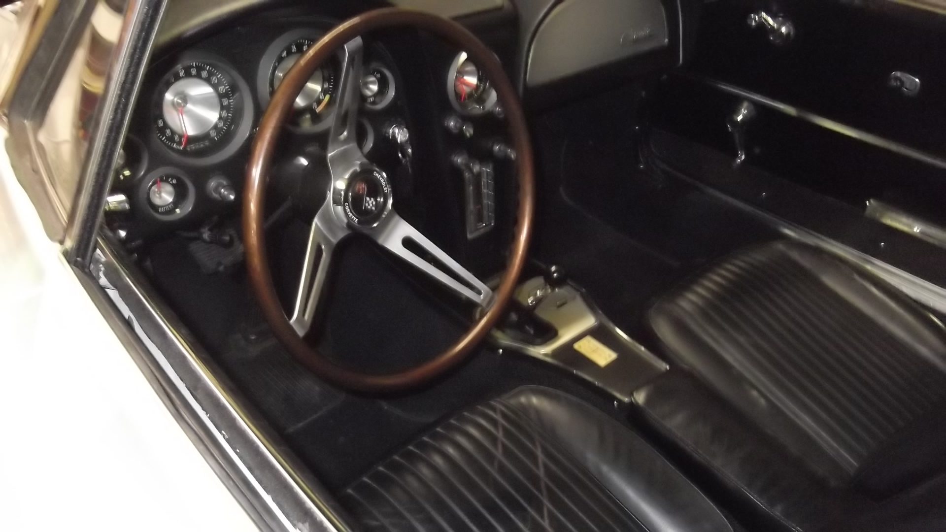 107 1964+ steering wheel and center console