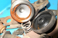 118 sludge in front wheel cylinder - piston stuck